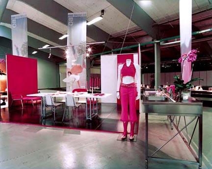 Udstilling i Bella Center med Bo Bedre: Mode & Bolig - Aluminium og pink køkken.Foto: Kennet Havgaard