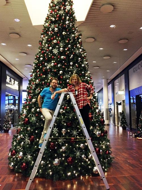 For dekoratører er jul en travl tid og med mange spændende opgaver! I år var det blandt andet Københavns lufthavn, der blev pyntet i samarbejde med Mikkel Sonne